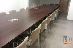 Stół konferencyjny Mega z krzesłami KOMO wykonany dla Azis Ming , więcej stółów na http://www.projektmebel.pl/stoly-konferencyjne