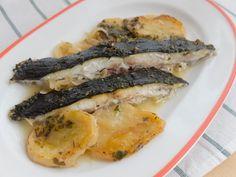Unos de los pescados más sabrosos del mar. Receta muy sencilla y deliciosa. Rodaballo al horno con patatas http://www.recetasderechupete.com/rodaballo-al-horno/11460/ #rodaballo