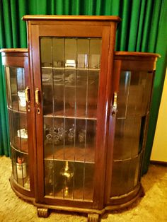 A beautiful Art Deco China Display Cabinet from early 1900's made from solid Oak Wood in a dark stain finish and lead light Glass panelling.    This is a fairly large cabinet piece with three spacios shelving areas that cross the three Glass door panes evenly. Each door is fitted with fully functioning orginal key-in door locks for safe keeping those valuables on display and also has original key that fits all three doors.    This is an impressive piece that will add grandure to any home…