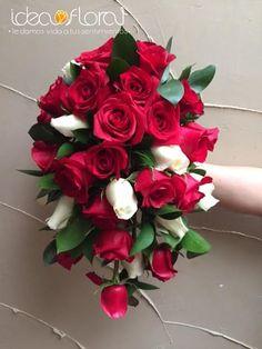 Precioso ramo de cascada, hecho con rosas rojas y champagne