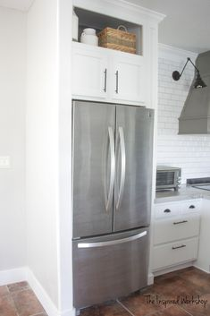 This tutorial walks you through how to build a cabinet above the fridge in your kitchen. This is a must add factor to any kitchen renovation! Kitchen Redo, Kitchen Cupboards, New Kitchen, Kitchen Appliances, Kitchen Cupboard Designs, Cozy Kitchen, Kitchen Doors, Built In Refrigerator, Kitchen Refrigerator