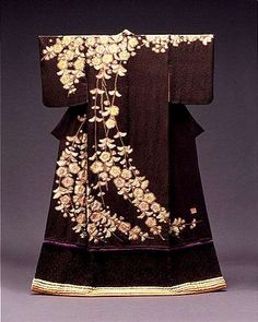 I think a purple obi would go pretty...compliment the stripe near bottom    Kimono Tsujigahana