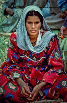 Souwad, Bedouin market, El Fayoum Oasis, Egypt, photograph by Wayne Eastep. We Are The World, People Around The World, Beautiful World, Beautiful People, Female Farmer, Egyptian Women, Beauty Around The World, Cultural Diversity, Foto Art