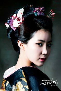 Kimono and hair ornaments Japonese Girl, Inspiring Generation, Kimono Japan, Japanese Kimono, Geisha Art, Japanese Tattoo Art, Oriental Tattoo, Art Japonais, Female Portrait