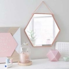 Specchio in metallo ramato Maisons du Monde - Bronzo, rame e ottone, tendenza arredamento 2016: modello dalla forma esagonale