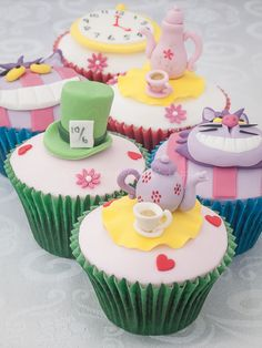 Mad Hatter's tea party / Alice in Wonderland birthday cupcakes