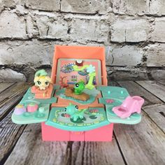 Littlest Pet Shop Teeniest Tiniest Pop Open Playset Pink With 3 LPS Figures Childhood Memories 90s, Childhood Toys, 90s Kids Toys, Lps Sets, Toy Room Organization, Baby Doll Accessories, Little Pet Shop, Toy Rooms, Toy Craft