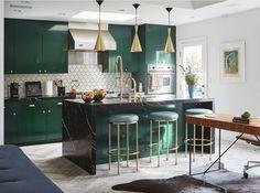 Dark Green Kitchen, Green Kitchen Cabinets, Cabinets And Countertops, Green Countertops, Living Room Kitchen, Home Decor Kitchen, Kitchen Interior, New Kitchen, Kitchen Ideas
