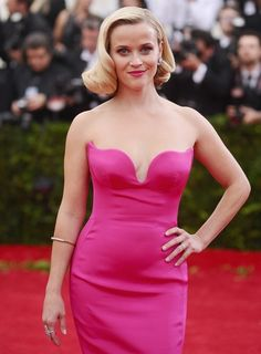 Reese Witherspoon Bringing Back the 'Legally Blonde' Bend and Snap is the Best Thing You'll See Today