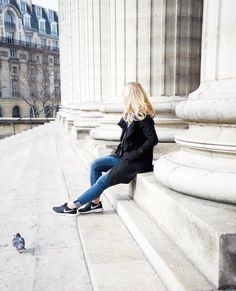 Sporty spring outfit with sneakers Sporty Chic, Spring Looks, Waiting, Coats, Style Inspiration, Sneakers, Blog, Outfits, Ballet Flats
