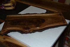 tabla para cocina o adorno, en madera de nogal