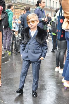 Alonso Mateo THE most stylish kid during last Paris Fashion Week. How cool is this young man? Toddler Boy Fashion, Child Fashion, Man Fashion, Street Fashion, Swag Girl Style, Little Boy Haircuts, Kid Swag, Fashion Couple, Little Fashionista