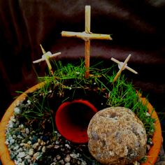 """From Andrea Prentiss: """"Easter craft my son brought home from school... I think it's beautiful.(Thanks Ms. Ima!)   HE IS RISEN!"""""""