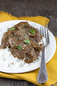 Indonesische rendang Asian Recipes, Beef Recipes, Cooking Recipes, Indonesian Food, Food Inspiration, Slow Cooker, Steak, Curry, Food And Drink