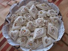 DEDICATI A TUTTI I NOSTRI FAN  <3 <3 I CUORI DI NUORO...di Tonina Pettorru  #dolci #sweet #ricettedisardegna #food #sardegna #sardinia #dessert Bread Art, Italian Cookies, Sugar Craft, Arabic Food, Cookie Designs, Cute Cakes, Cute Food, Cupcake Cookies, Creative Food