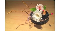 July 26, 2014 Jiyuka (Free Style) 自由花 Materials: Gerbera, Kiwi vine, Carnation, Pothos