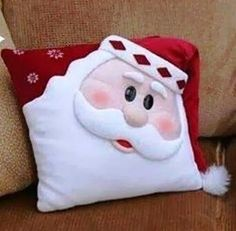 cute pillow--but change expressionI LOVE this Santa Pillow - and I don't usually do Christmas!Workshop of Mimes of Quelsfs: November should make this for Pierce Christmas Sewing, Noel Christmas, Christmas 2019, Christmas Ornaments, Christmas Cushions, Christmas Pillow, Christmas Projects, Holiday Crafts, Sewing Pillows