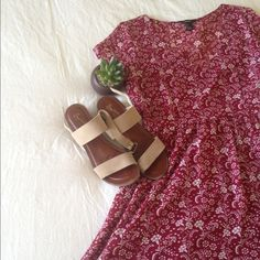 beautiful floral dress Burgundy floral dress from forever 21. So cute and adorable! A MUST HAVE!! Beautiful floral design, zipper on side. Perfect for any time of the year. Size L. PreLOVED. Good condition! Forever 21 Dresses