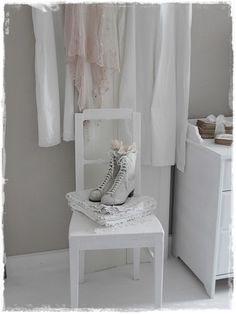 Victorian Shoes Bedroom Whitewashed Chippy Shabby Chic French Country Rustic Swedish decor Idea. ***Pinned by oldattic ***.