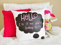 Fun DIY Chalk Cloth Speech Bubble Pillow - from Simple Simon and Co. Love this - think of all the fun things you could write!