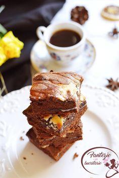 Atentie!! Acest desert este exclusiv pentru pofticiosi!! Stiu ca o sa va ganditi ca e o combinatie mai putin intalnita : brownies si...