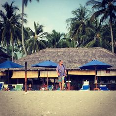 @frostcovered on the beach at senggigi :) #upsticksngo #travellingtheworld #travelphotos #beachphotos #senggigibeach #lombok #indonesia