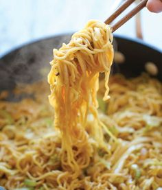 Panda Express Chow Mein Copycat | Save Money and Enjoy Delicious Recipes at Home that Taste Just Like The Original! Check it out at http://homemaderecipes.com/15-copycat-recipes/