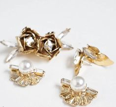 Statement studs in gold, pearl and crystal. Gold Pearl, Compliments, Studs, Pearl Earrings, Pearls, Crystals, Accessories, Jewelry, Pearl Studs
