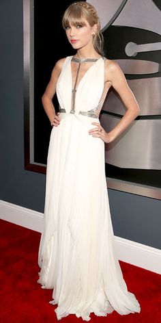 Taylor Swift walked the red carpet @ Grammy Awards 2013 in a white J. Mendel dress