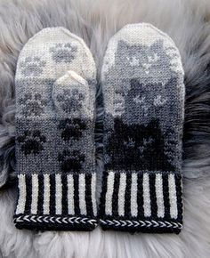 Knitting Patterns Gloves Colored with trees or leaves Crochet Mittens, Mittens Pattern, Crochet Gloves, Knit Or Crochet, Knitted Hats, Knitting Charts, Knitting Socks, Free Knitting, Knitting Patterns
