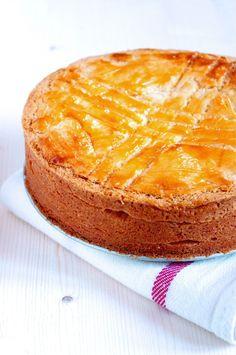 Gâteau basque - Pays Basque (France). Découvrez les spécialités culinaires du pays Basque ici : www.enviedebienmanger.fr/recettes/istara
