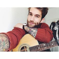 26 Pictures of the Outrageously Hot Guy Who Took Over Instagram in 2014