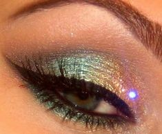 Mermaid eyes: gold cream eyeshadow on lid, shimmery pink inner corners, Shimmery blue from center out increasing in opaquency. Line on bottom in blue, line eyes in black & done