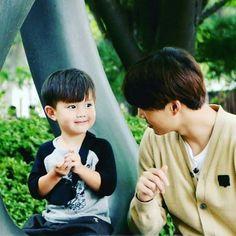 EXO's Kai and his baby lookalike Tae Oh finally meet. On September Ricky… Sehun, Exo Kai, Kaisoo, Chanbaek, Korean Babies, Asian Babies, Asian Child, Jo Eun Hee, Ricky Kim