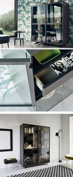die moderne glasvitrine scrigno hat grosse glasturen mit schmalen rahmen erhaltlich ist die vitrine in
