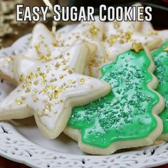 The BEST Sugar Cookies with an easy frosting (better than royal icing! The BEST Sugar Cookies with an easy frosting (better than royal icing! Cookie Frosting Recipe, Sugar Cookie Recipe Easy, Easy Cookie Recipes, Frosting Recipes, Easy Buttercream Frosting, Meal Recipes, Recipes Dinner, Potato Recipes, Cooking Recipes
