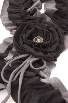 Ruffled t-shirt scarf with a link on how to make the fabric rosette!