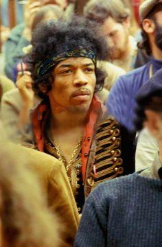 Jimi Hendrix no festival Monterey Pop, 1967. Veja mais em: http://semioticas1.blogspot.com.br/2013/05/hendrix-3000.html