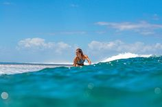 Perfecciona tu destreza sobre la tabla con el top de surf Andrea Ncolo de Olaian. #Swim #Deporte #Decathlon Kayaks, Bikini, Decathlon, Surf, Swimming, Shopping, Sports, Bikini Beach, Swim