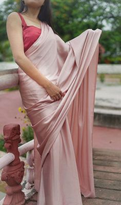 This Satin saree comes with a shine and has a perfect fall. Simple Sarees, Trendy Sarees, Stylish Sarees, Lace Saree, Satin Saree, Pink Saree, Saree Wearing Styles, Saree Styles, Indian Fashion Trends
