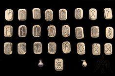 Výsledek obrázku pro Medieval leather craft flask hirotar Leather Craft, Flask, Medieval, Crafts, Leather Crafts, Manualidades, Mid Century, Handmade Crafts, Middle Ages