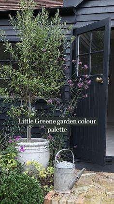 Shed Makeover, Exterior Makeover, Back Gardens, Outdoor Gardens, Small Gardens, Raised Gardens, Modern Gardens, Reforma Exterior, Black Shed
