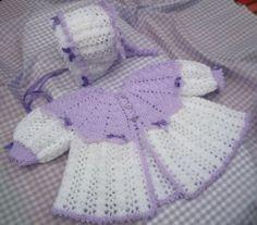 casaco de bebe feito de crochê