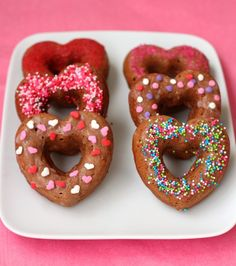 Almost Healthy Chocolate Doughnuts. These chocolate doughnuts are practically healthy but they don't taste like it! Healthy Baking, Healthy Desserts, Delicious Desserts, Dessert Recipes, Delicious Donuts, Brunch Recipes, Dessert Ideas, Breakfast Recipes, Healthy Food