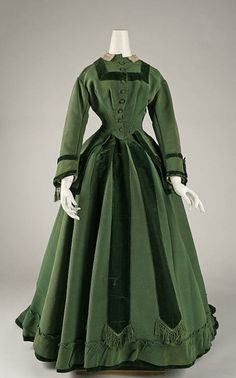Costume Institute at the Metropolitan Museum of Art Antique Clothing, Historical Clothing, Old Dresses, Pretty Dresses, Vintage Gowns, Vintage Outfits, Victorian Fashion, Vintage Fashion, Victorian Era
