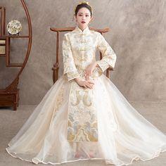 Oriental Fashion, Asian Fashion, Asian Wedding Dress, Wedding Dresses, Death By Glamour, Vestido Charro, Chinese Bride, Oriental Wedding, Dress Sites