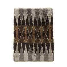 Rya carpet with central lozenge pattern Sweden, century. from gallery bac Rya Rug, Rugs On Carpet, Art Inspo, Printmaking, Monochrome, Weaving, Cushions, Moroccan Rugs, Tapestry