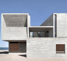 Der monolithische Bau ist kompakt, abgeschlossen und unverrückbar. (Foto: Gong Dong)