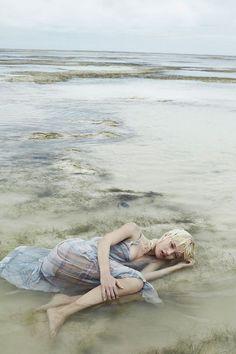 awesome Alicja Tubilewicz stars in a dreamy Elle Poland shoot by Agata Pospieszynska [Editorial] Beach Editorial, Editorial Fashion, Anja Rubik, Water Photography, Editorial Photography, Beach Fashion Photography, Photo Portrait, Portrait Photography, Photography Editing