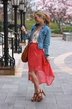 Denim Coat / Jacket layered over a Floral Tank top / Camisole tucked in to a Maxi Skirt with Heels / Shoes Hi Low Skirts, Cute Skirts, Lauren Conrad Style, Floral Denim, Casual Street Style, Denim Fashion, Dress Skirt, Chiffon Skirt, Fall Outfits